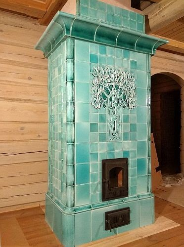 Art Nouveau tiled stoves made in our atelier based on the wonderful Samaran stove manufactured by Meissen manufactory