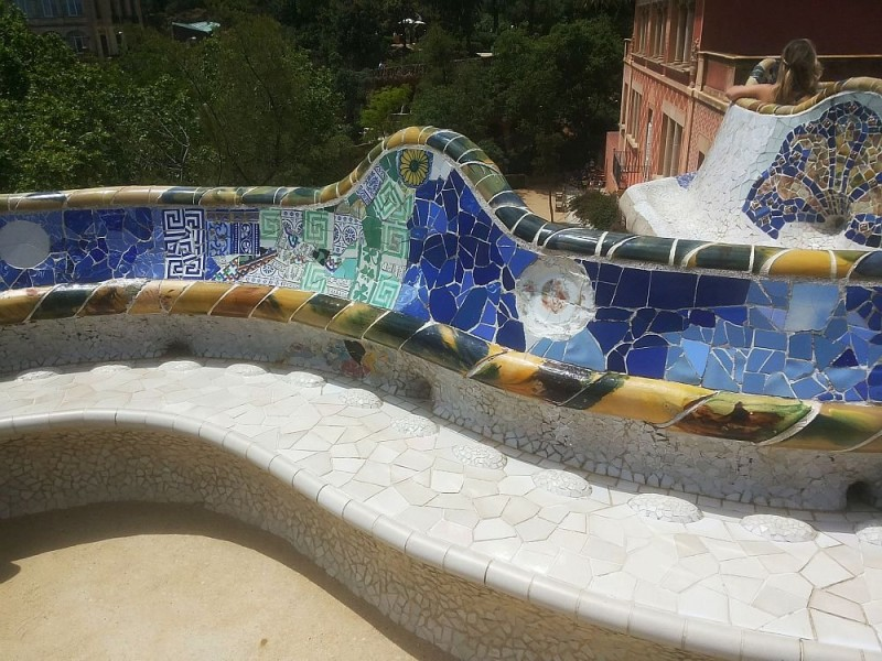 An ergonomic bench clad with ceramics in Park Guell