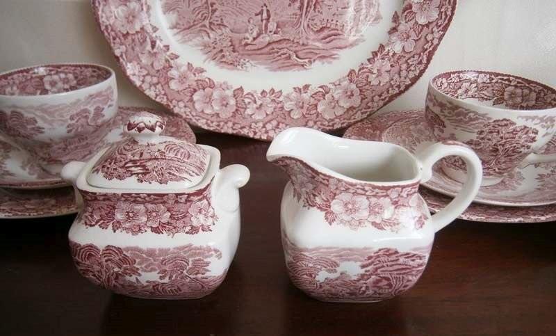 English tea service set. Modern Wedgwood