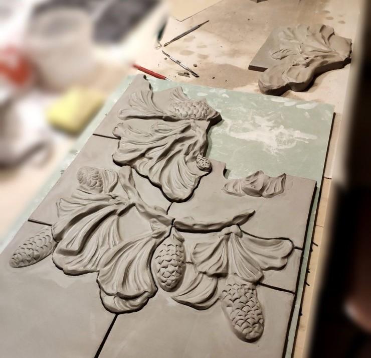 Fresque en céramique en relief Pommes de Pins