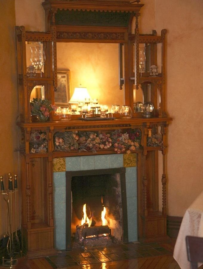Victorian english fireplace in Hamilton House
