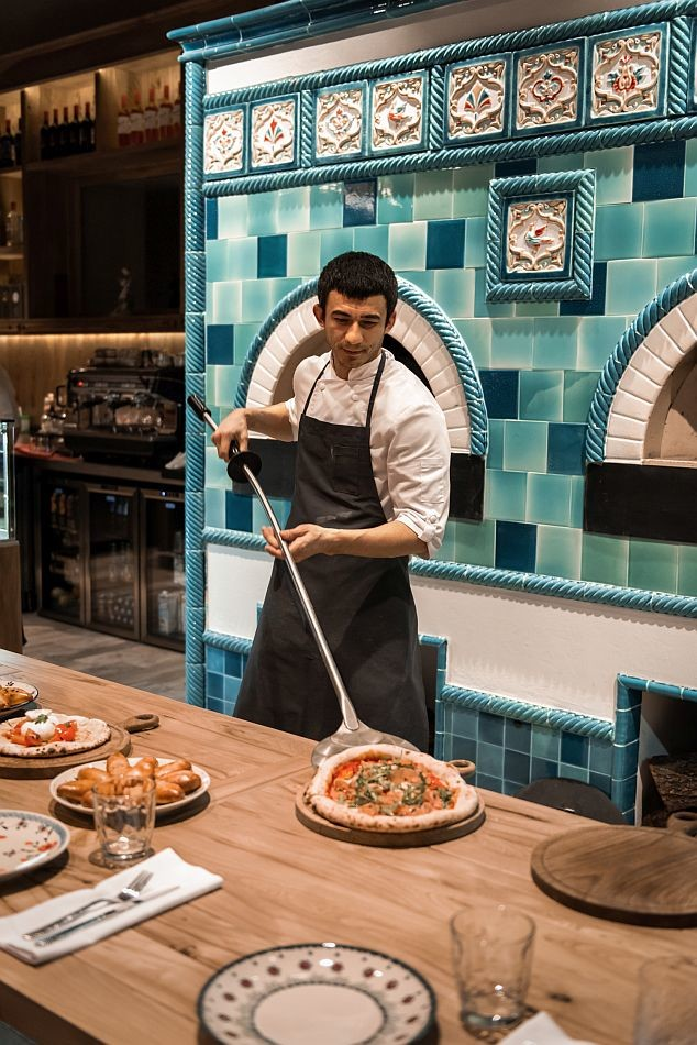 Tiled pizza oven in Neo-Russian style