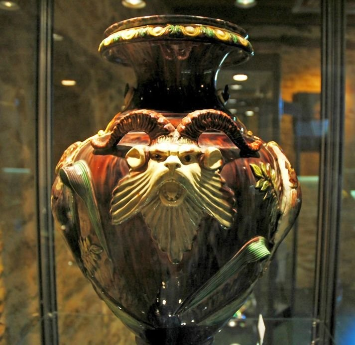 An amphora with grotesques. Bernard Palissy. 16th century