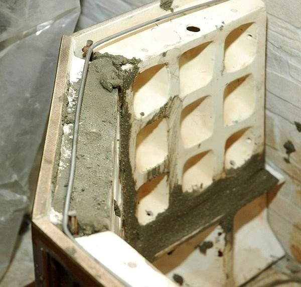 Construction process of a stove with self-supporting tiles