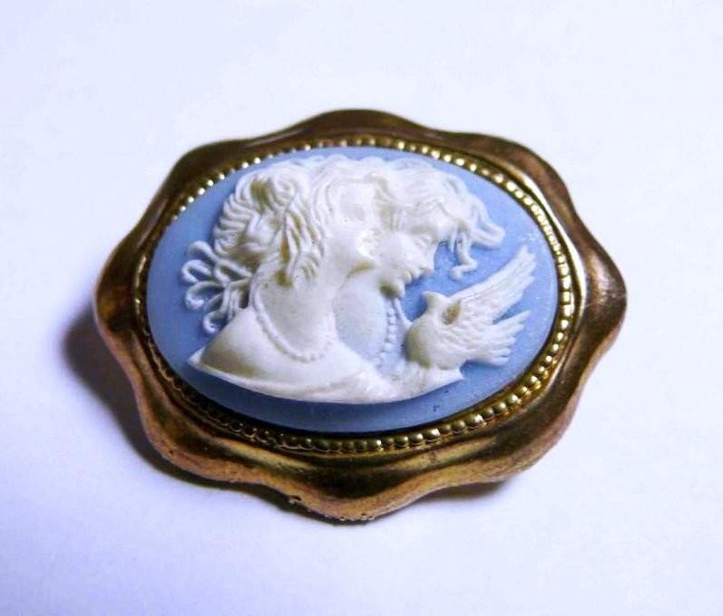Wedgwood cameo. English art ceramics