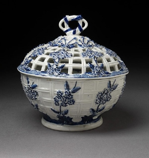 Candy dish in Delft style. Chelsea