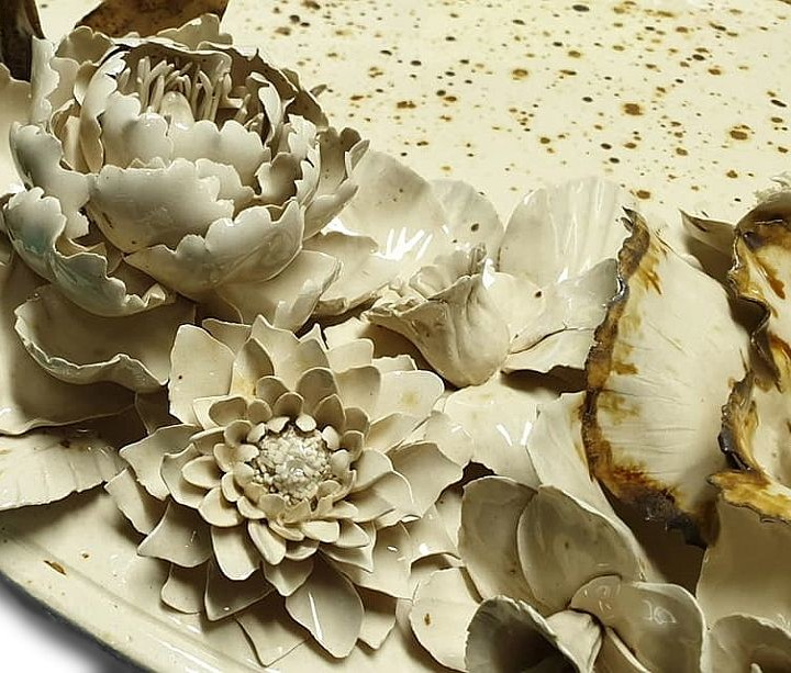 Le panneau en céramique en relief Le bouquet