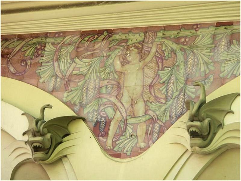 Ceramic mural in Lamperdi Giano villa, Florence