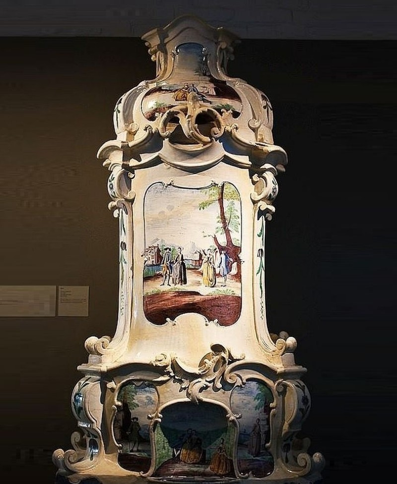 Stockelsdorf (rocaille) faience stove in Lubeck