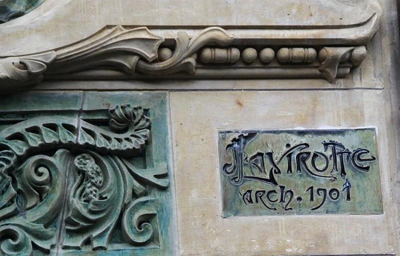 Architect's signature on ceramic tile (29, Rapp Street)