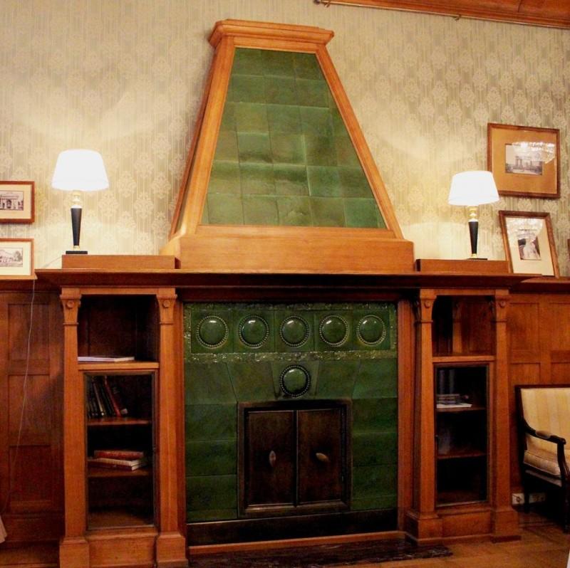 Majolica fireplace in V.S. Kochubei's mansion