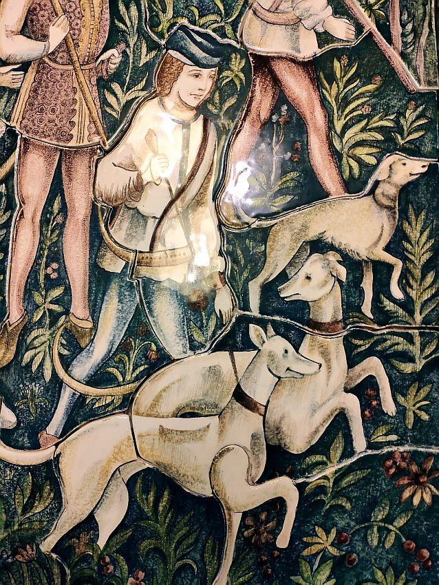 Fresque en céramique au mur