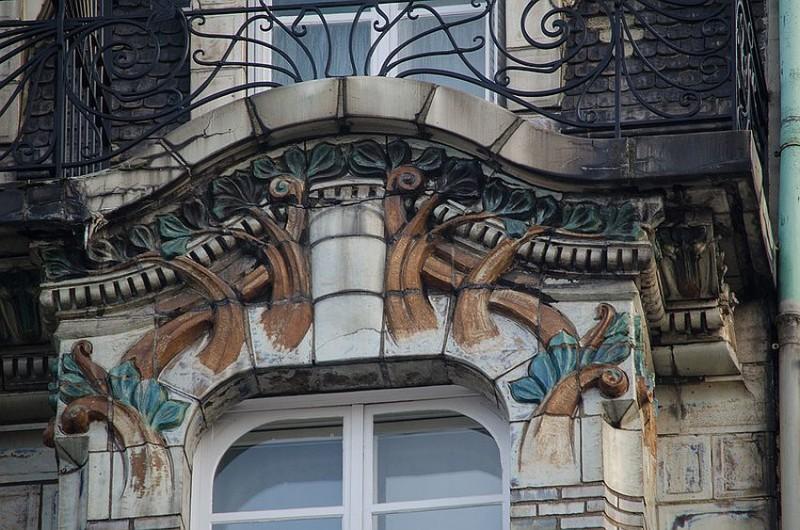 Ceramic decoration of Hotel Ceramics building on Wagram Avenue, 34